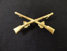 US Indian War Infantry Crossed Rifles Hat Insignia
